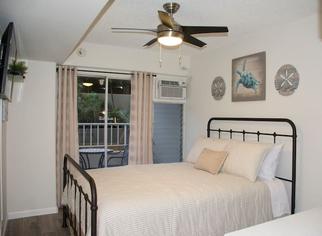 Newly Renovated Waikiki Studio, Great Location