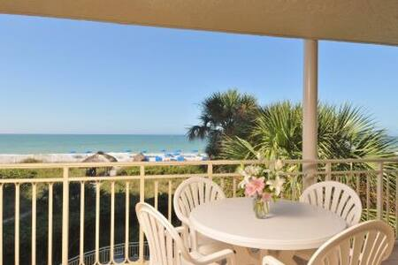 Beach Front 2 Bed 2 Bath Condo - ロングボートキー