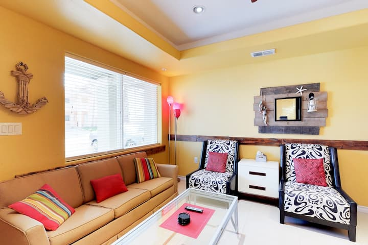 Sunny triplex w/ private pool, terrace & grilling area - one block to the beach!