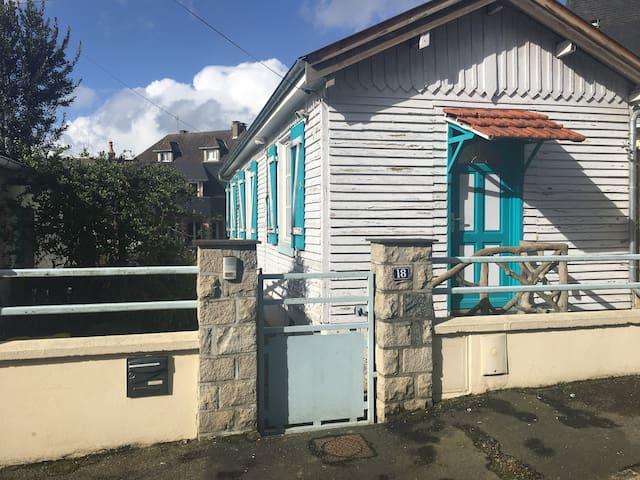 Maisonnette proche gare et centre ville - Laval - House