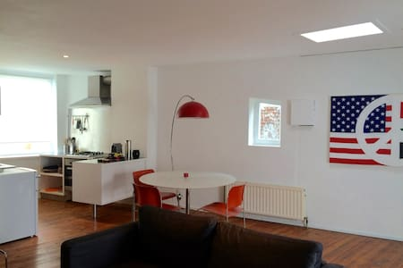 One bright and spacious appartement at Altitude100 - Uccle - Pis