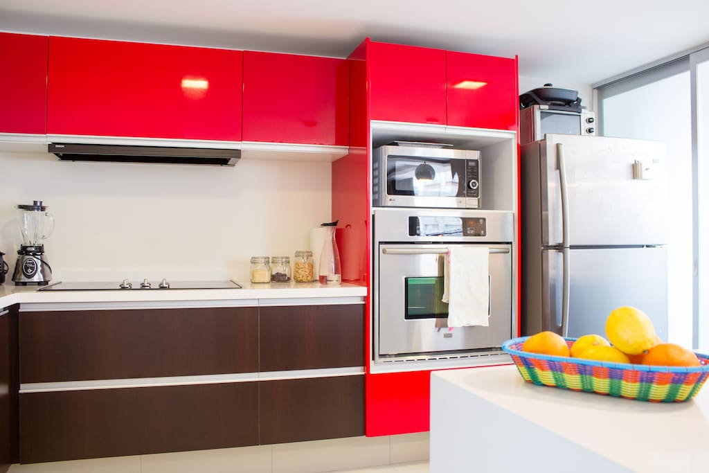 In Suites Mexico City Polanco have a beautiful open kitchen with bar to not lose touch with your views in the dining room or living room, you will have access to an electric stove 6 areas and utensils for food preparation.
