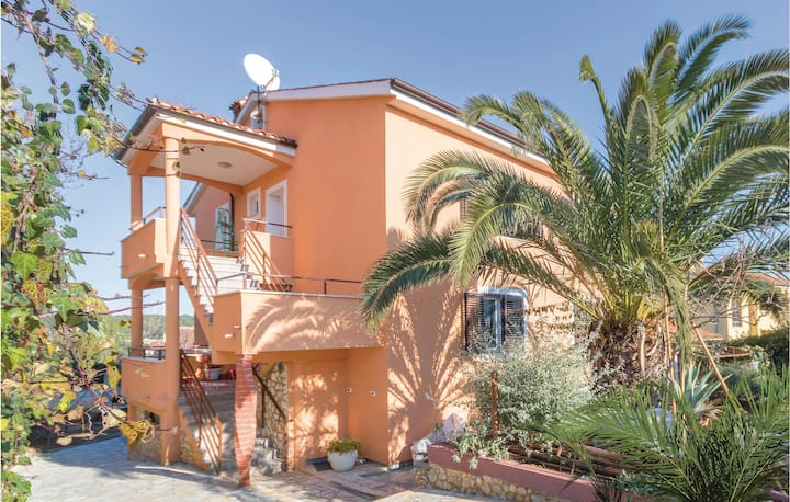 Awesome home in Banjole with WiFi and 2 Bedrooms