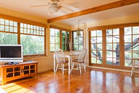 Charming & sunny cottage - Topanga - Einlyft hús