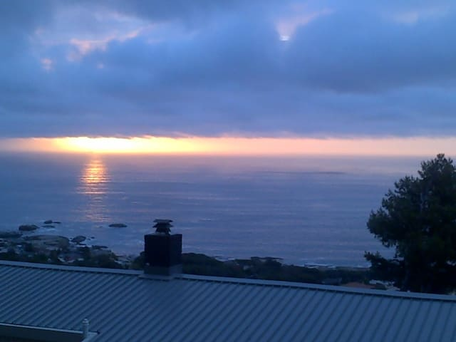 Cape Town sunset and seaview  apartment Camps Bay