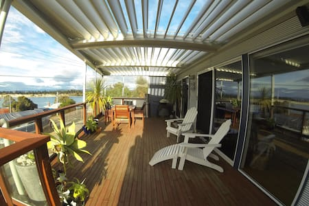 Okines Beach House Bed & Breakfast - Lewisham