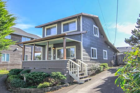 Captain OverKeel Vintage Cabin -Steps to the Beach - Lincoln City - Chatka