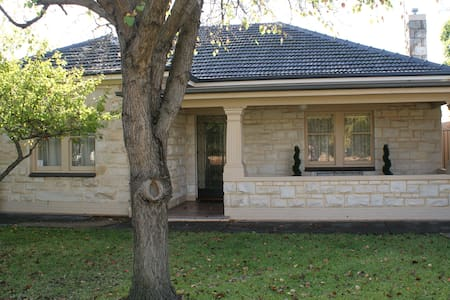 Avery B'n'B -nestled between the city and the surf - Adelaide - Bed & Breakfast