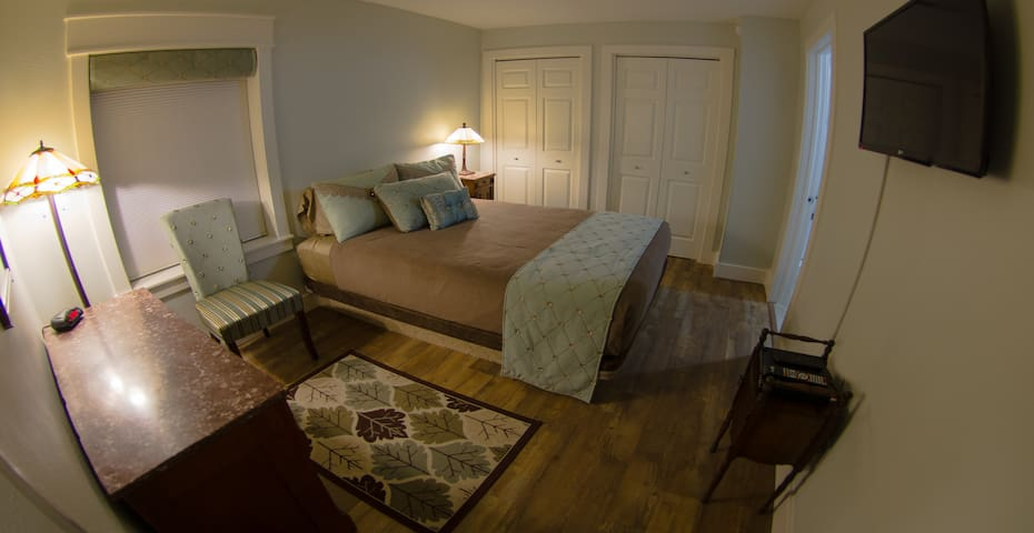 """The """"Grand Canyon Room"""" has a custom Queen platform bed antique marble top dresser and night stand.  Double closets have 2 luggage racks.  A 32"""" flat-screen with cable and DVD player opposes the bed."""