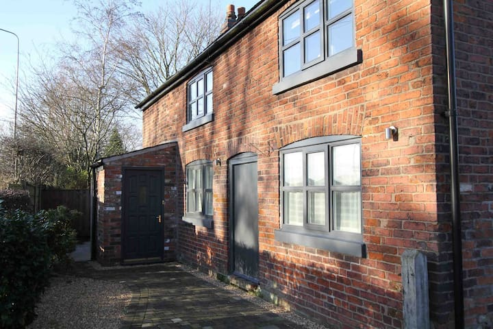 Luxury Cottage near Hale / Altrincham / Lymm - Little Bollington - Rumah