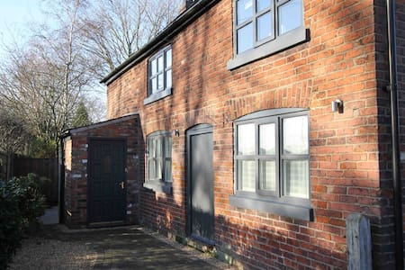 Luxury Cheshire Cottage close to Hale / Altrincham - Little Bollington