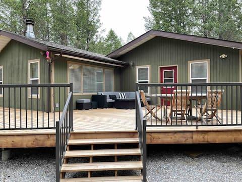 Cozy 2-bedroom cabin in the woods