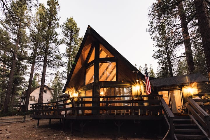 Pine Haven near Lake ~ Spa | BBQ | Fast Wifi