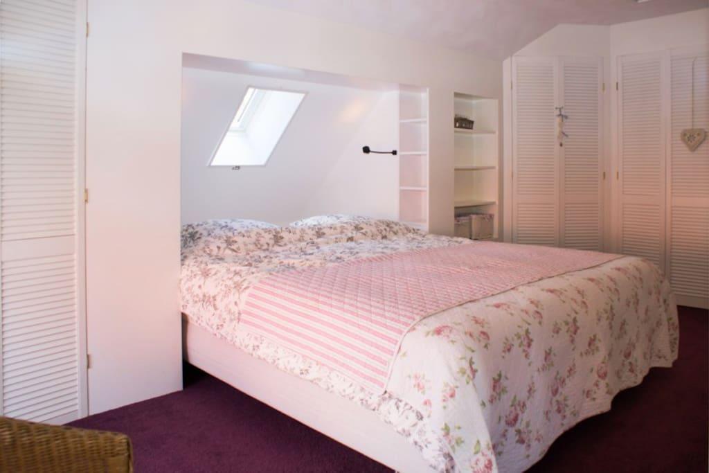 Relaxed goed bed! Extra breed en extra lang - naar keus met 1 grot of 2 losse dekbedden