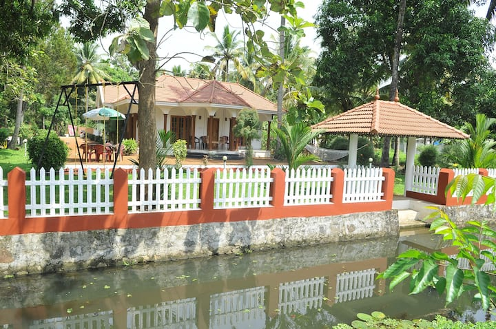 Back Water Homestay  for 4 adults With 2 Rooms