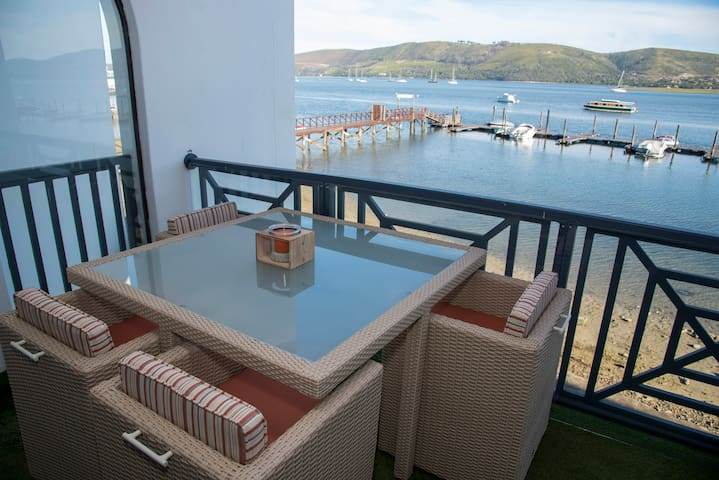 41 Laguna Grove Waterfront Apartment, Knysna