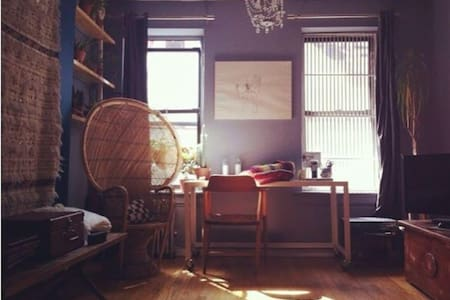 Private Room in Sunny Apt in LowerEastSide/Nolita - New York - Apartment