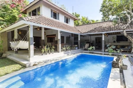 Quiet bedroom in a villa in the heart of Bali - Kuta - Villa