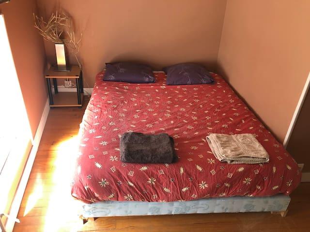 Chambre cosy avec accès cuisine et salon (1)
