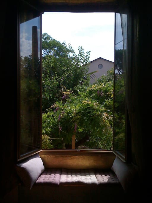 Seat by the window and enjoy the inebriating smell of the wisteria.