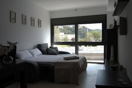 NICE APARTMENT IN FRONT OF THE SEA - Tamarit - 公寓