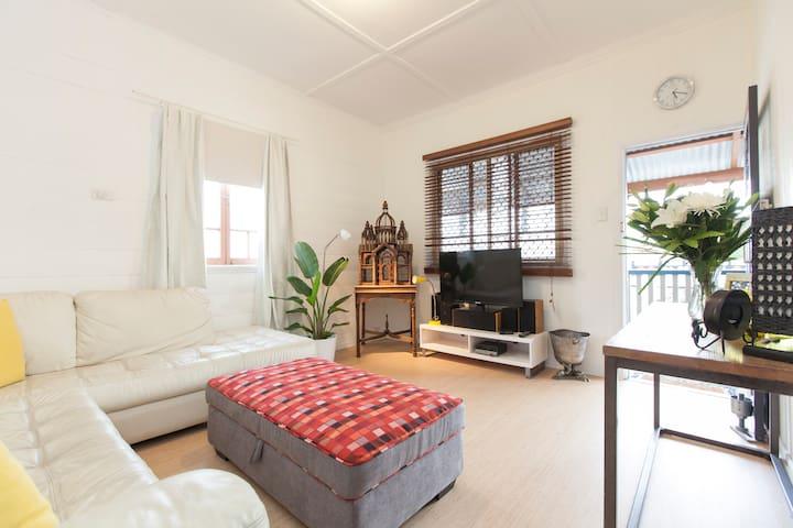 Charming Colonial Home * aircon - East Brisbane - Casa