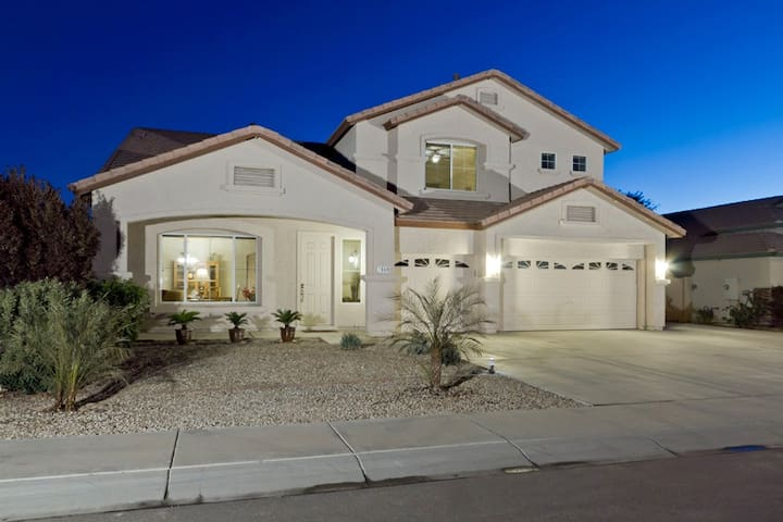 Peoria Desert Splendor - Large Family Friendly Home with Heated Pool