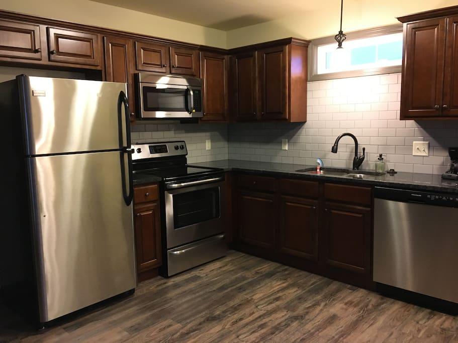 kitchen/granite counter tops
