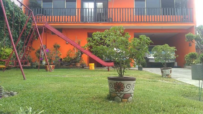 Casa típica de descanso al pie del Quetzalcoatl