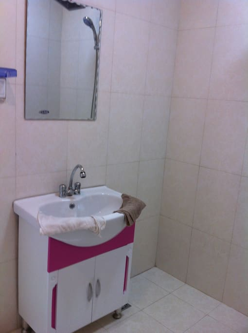 卫生间洗手盆