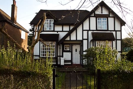 Warm, cosy, cute family house  - Caterham