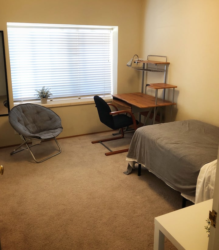 Cozy One Bedroom by Apple HQ / De Anza College