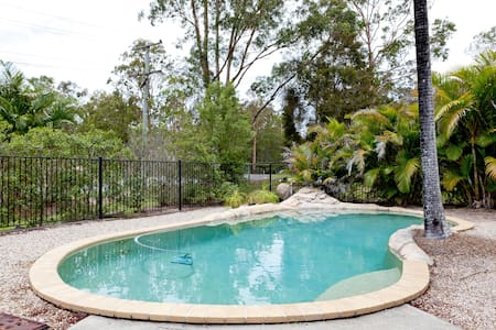 Pool, kittens, theme parks! - Pimpama, Gold Coast - Bed & Breakfast