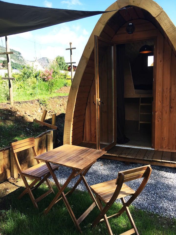 Cabane/Pod en bois vue sur la Tournette !