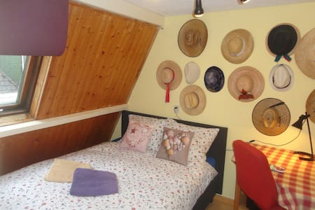 Cozy double room at station Alkmaar - Rumah