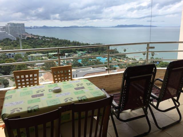 Grand balcon, vue mer panoramique sur Pattaya Na