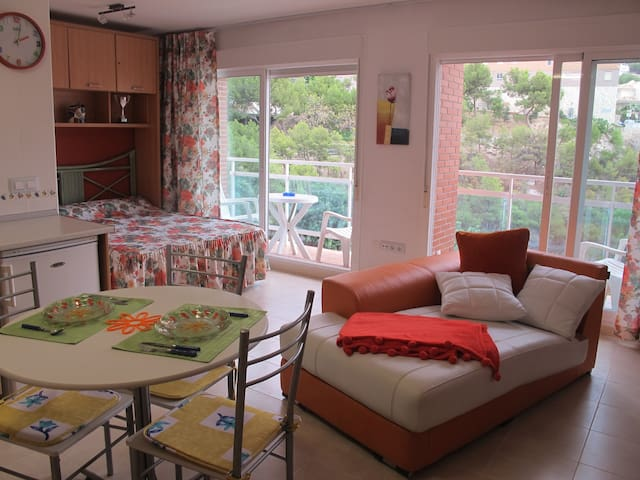 Sunny studio near beach in Benidorm - Benidorm - Appartement