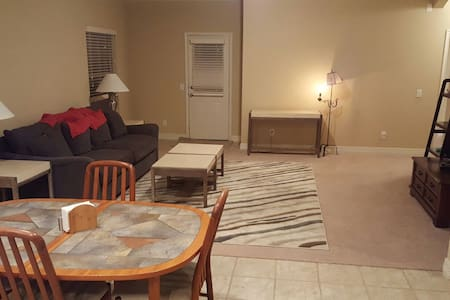 Comfy New Home with Private Bed and Bath - New Braunfels