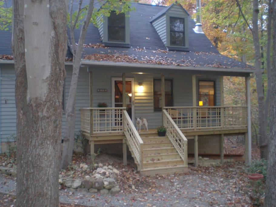 Cozy Cottage in the woods 7 minutes from Hillsborough, 15 minutes from Chapel HIll and Durahm.