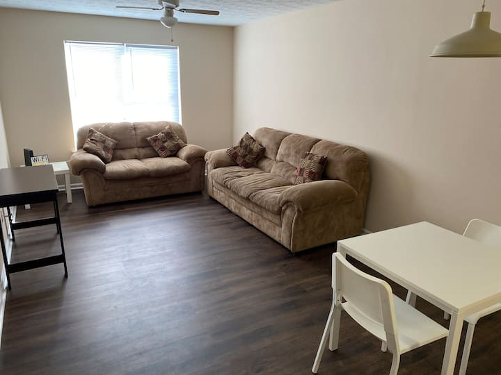 ***Perfect inexpensive APT near GSU and stadium***