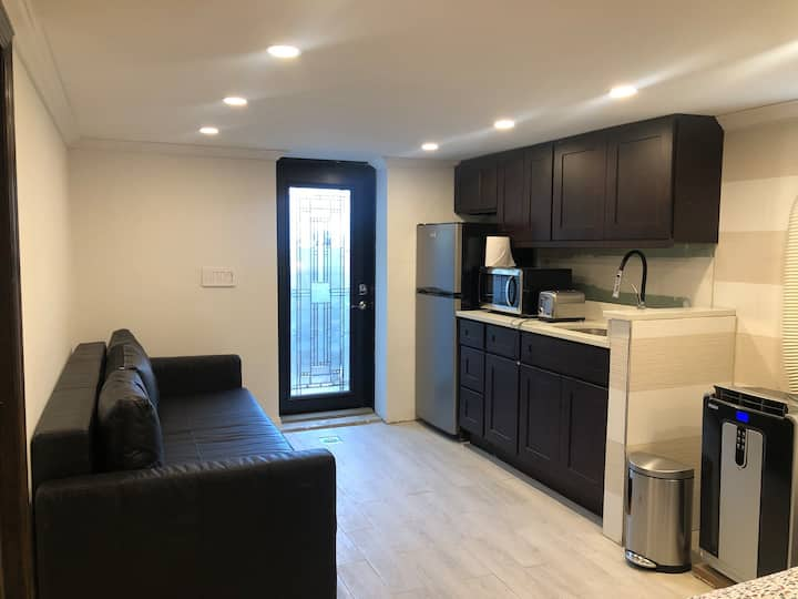 LGA entire private apt, living rm+bedroom, bath,