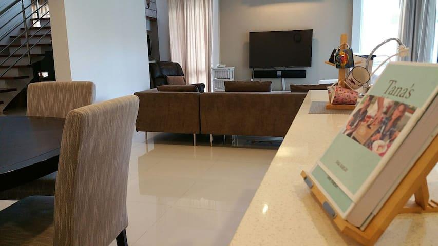 Central - Charming & Modern Home ! - Bandar Seri Begawan - House