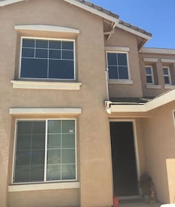 $25 first floor clean room一楼最多可住4人 - Stockton - Ház