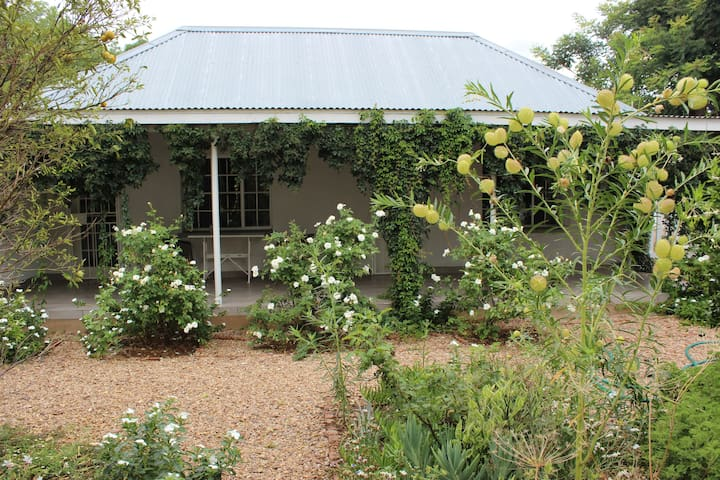 Fully Furnished Country Cottage - Gaborone - Apartamento