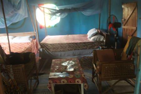 Remote beach hideaway round Hobbit house Butre - Takoradi