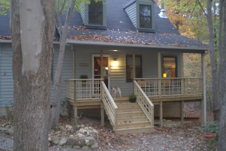 Cozy Woodland Home - Hillsborough