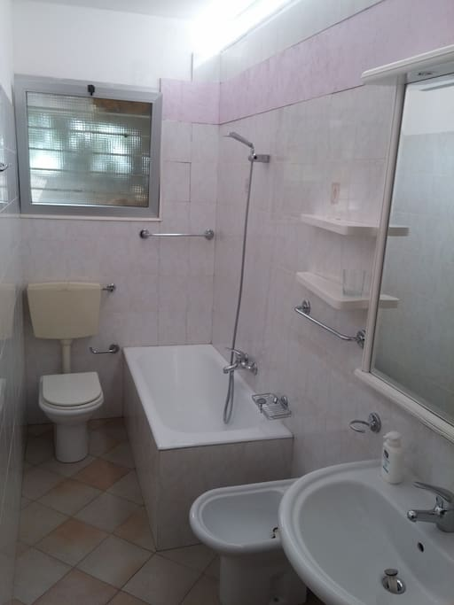bagno completo con vasca