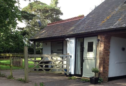 The West End - Selfcontained Annexe - Exeter - Lägenhet