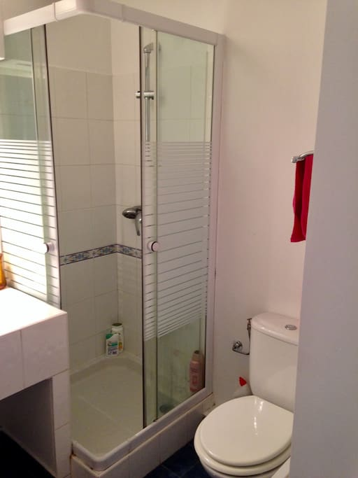 Salle de douche, toilette