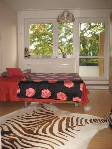 Kleine Wohnung mit Balkon-Zentral - Erfurt - Lejlighed